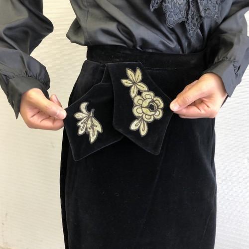 ベロア タイトスカート バラの飾り ブラック