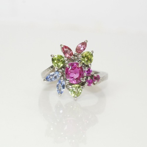ピンクサファイアの色石取り巻きの指輪