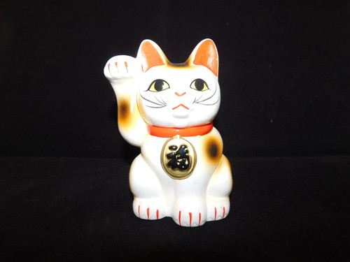 陶磁器招き猫 (右手) porcelain beekoning cat(No22)
