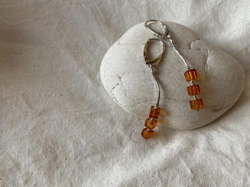 <vintage silver925>amber cube pierce