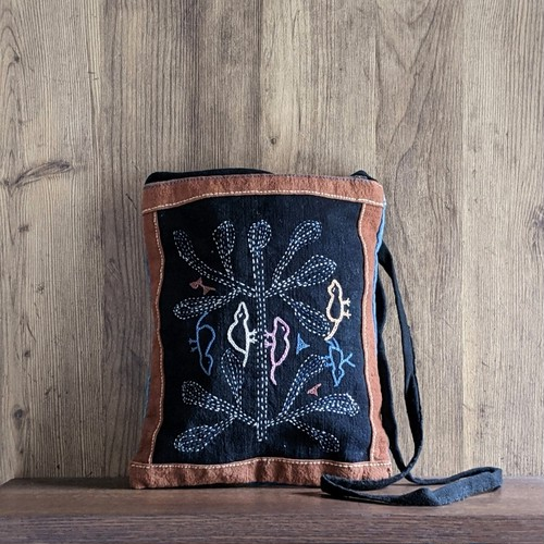 ラオス レンテン族の藍染め手刺繍ポシェット 中