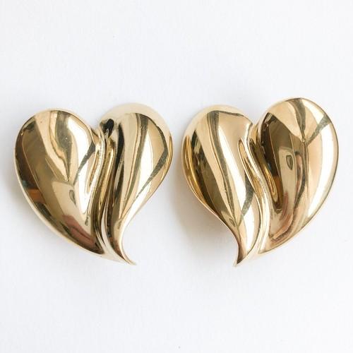 """GIVENCHY"" gold heart earring[e-1202]"