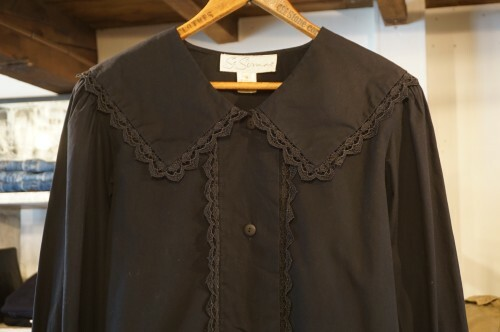 70-80's black lace trimmed large collar Blouse