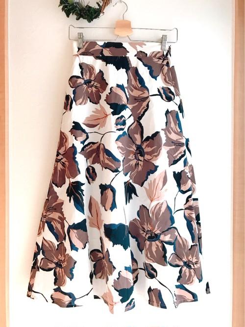大人花柄の長め丈スカート