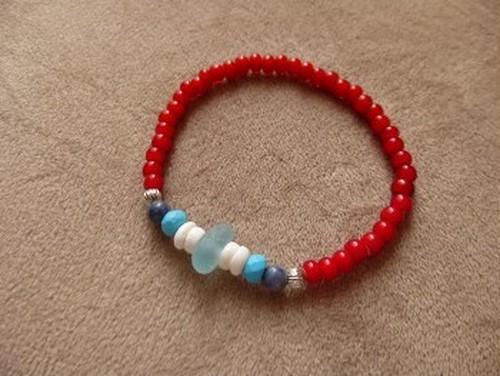 水色シーグラスとホワイトハーツのブレスレット☆(RED)