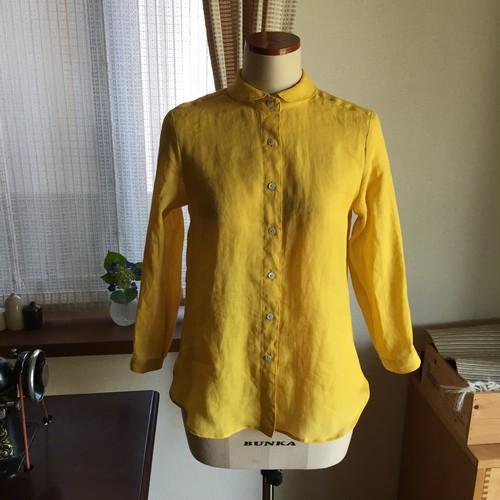 向日葵色の丸衿リネンシャツ
