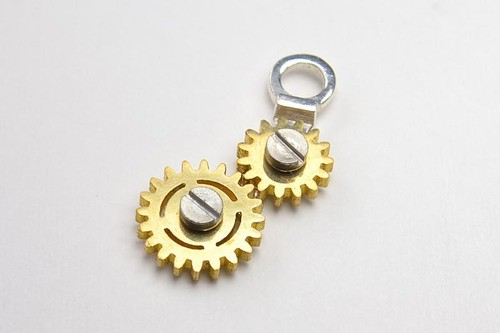 GEAR NECKLACE2