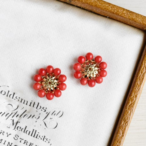 【ピアス・イヤリング】赤珊瑚 レトロなお花・還暦祝いにも