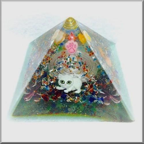 大きなクフ王のピラミッド型オルゴニャイト