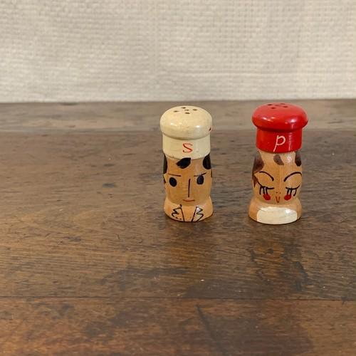 とっても可愛い表情♡の赤白コック ソルト&ペッパーセット  ビンテージ 木製