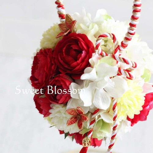 【アーティフィシャルフラワー】和装の結婚式に♪ 紅白のボールブーケ
