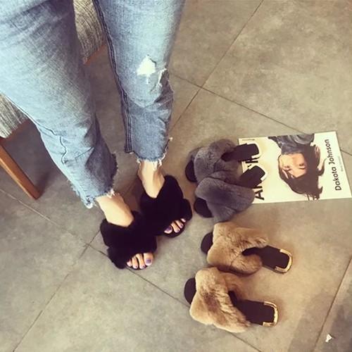 もこもこ おしゃれ クロスベルト フェイクファー サンダル ローヒール ペタンコ フラット 可愛い カジュアルレディース  お出かけ デート カフェ