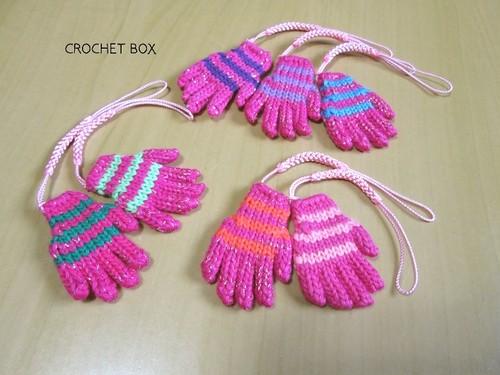 小さい手袋のストラップ ピンク