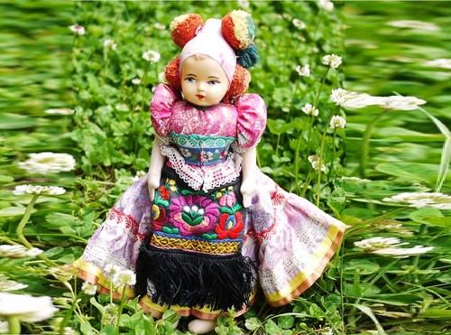 民族衣装人形2 マチョー人形 ハンガリー カロチャ東欧マチョー刺繍