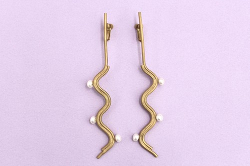 Vague pearl earrings gold