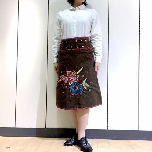 emcb-002 刺繍スナップスカート 茶・レッド
