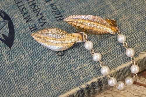 50's leaf × pearl chain Sweater Clip