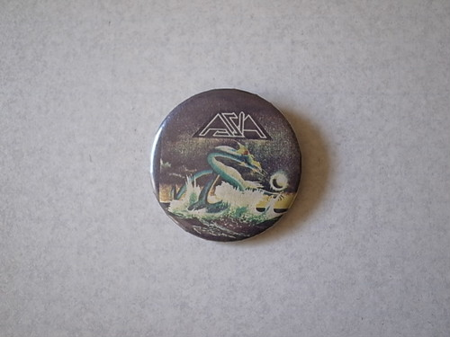 BADGE / AZIA