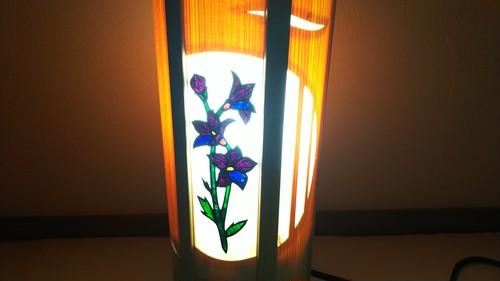 切り絵デザイン(桔梗) 木と深山和紙の 青森ヒバ木製 テーブルランプ   No.   037