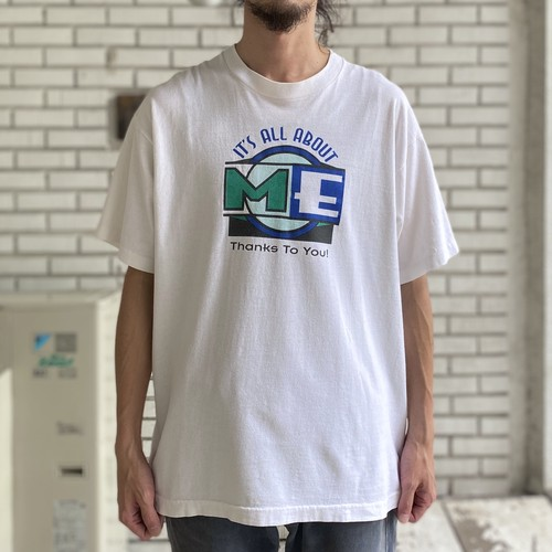 """90's """"IT'S ALL ABOUT ME"""" PRINT TEE"""