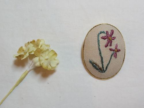 刺しゅうブローチ ボタニカル刺繍 すみれ b-2
