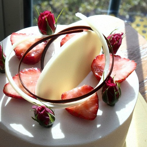薔薇と苺のケーキ 4号 【配送不可】【ネットショップ購入不可】