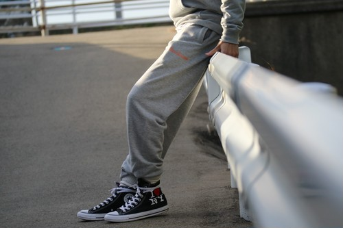 【1/15 21:00 販売開始】THREEARROWS Logo Sweat Pants (gray)