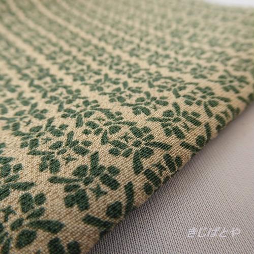 正絹 鳥の子色に緑の兜のはぎれ