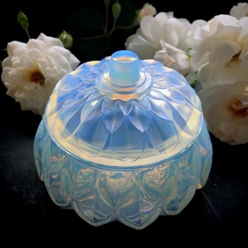 オパールセントガラスのボンボニエール