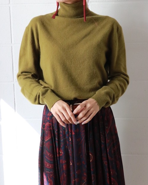 TSE green turtleneck cashmere sweather