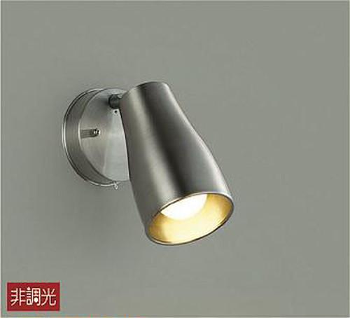 キッチン手元照明。ワークトップ、シンクなど、明るさの欲しい場所に照準を合わせてライトON。