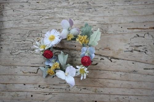 ヘビイチゴの布花ブローチ