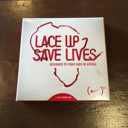 NIKE lace up save lives アフリカ エイズ支援 2010