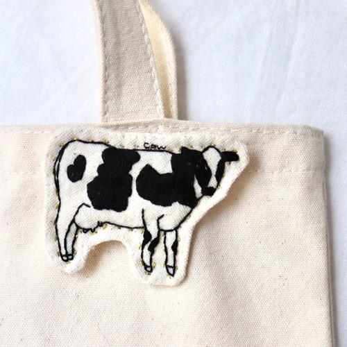 牛の刺繍ブローチ