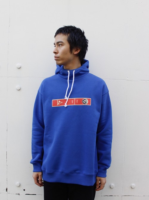 YULIA YEFIMTCHUK+ (ユリア・イエンフィムチュックプラス) Blue hoodie with high neck and red front print