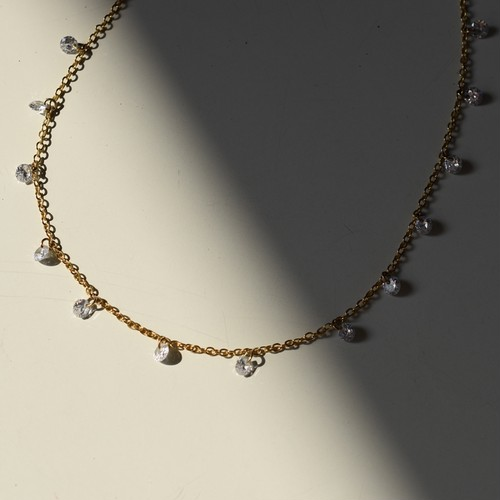 Glass swaying necklace