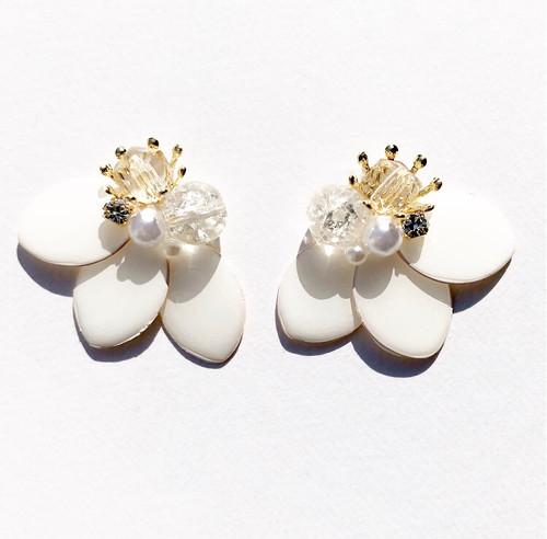 Spring*フェミニン花弁(ホワイト)《ピアス/イヤリング》