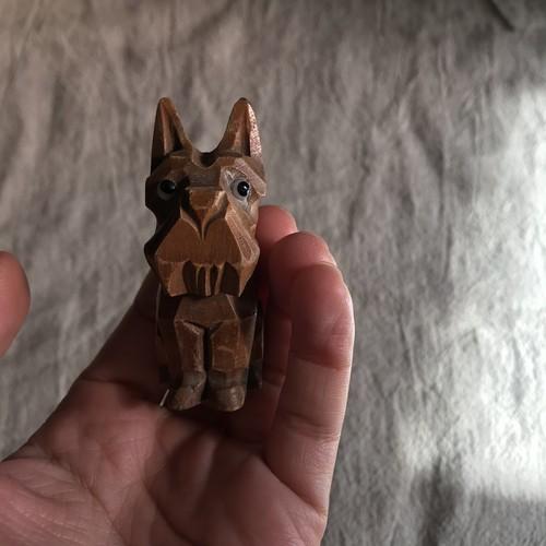 オランダで見つけた木彫りの茶犬