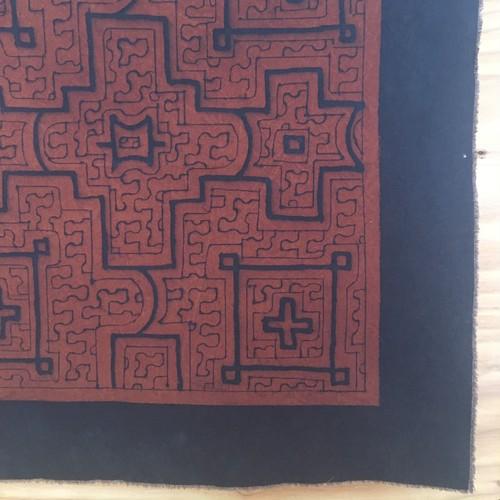 アマゾンの泥染め布 中型茶60-001 62x63cm キューブちゃん