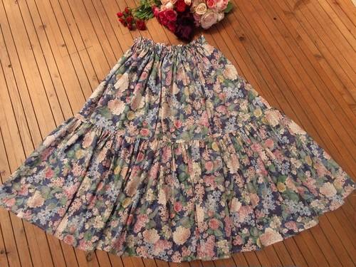 花盛りのロングスカート