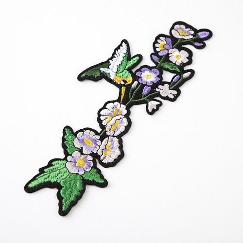 中華アップリケ 鳥・紫の花 左向き