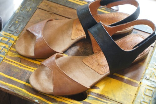 CHIE MIHARA two-toned leather flat Sandals