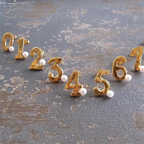 Numero& Star / 数字と星の片ピアス&イヤリング・パール付き Sサイズ
