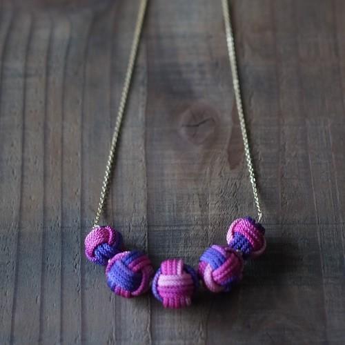 こぶし結びの5連ネックレス-purple