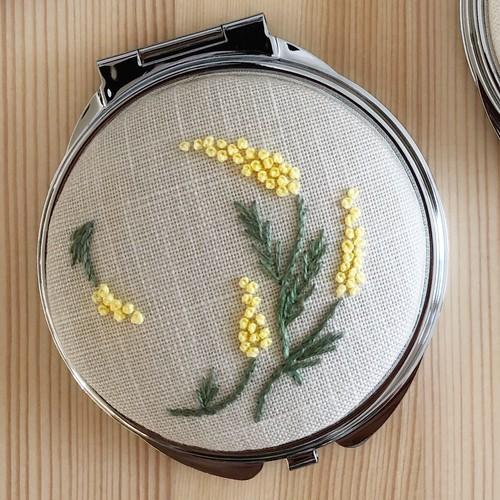 ミモザの手刺繍コンパクトミラー