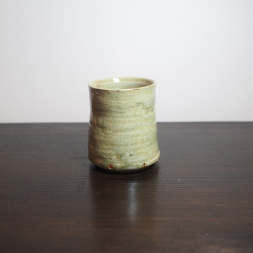 This is the cup of the base. 湯飲。b