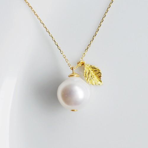 K18 ホワイトカラーの果実風 白蝶パール ネックレス