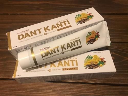 アーユルヴェーダの歯磨き粉(パタンジャリ Dant Kanti)