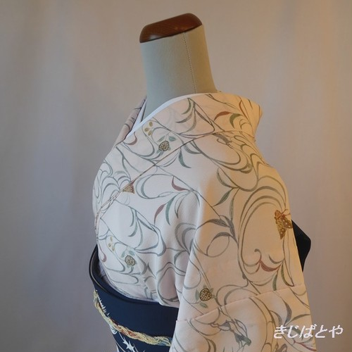 洗える着物 薄桜色に蝶の小紋 単衣
