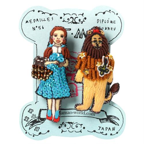 刺繍ミニブローチドロシーとライオン